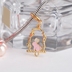 Шарм 'Кролик', цвет бело-розовый в золоте Ош