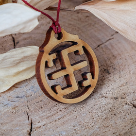 Амулет деревянный 'Всеславец' (охраняет семейные союзы от споров, разногласий и ссор), длина регулируется Ош