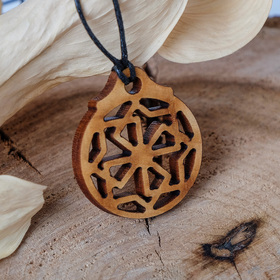Амулет деревянный 'Молвинец' (помогает избегать конфликтных ситуаций, стрессов, решать все вопросы в мире), длина регулируется Ош