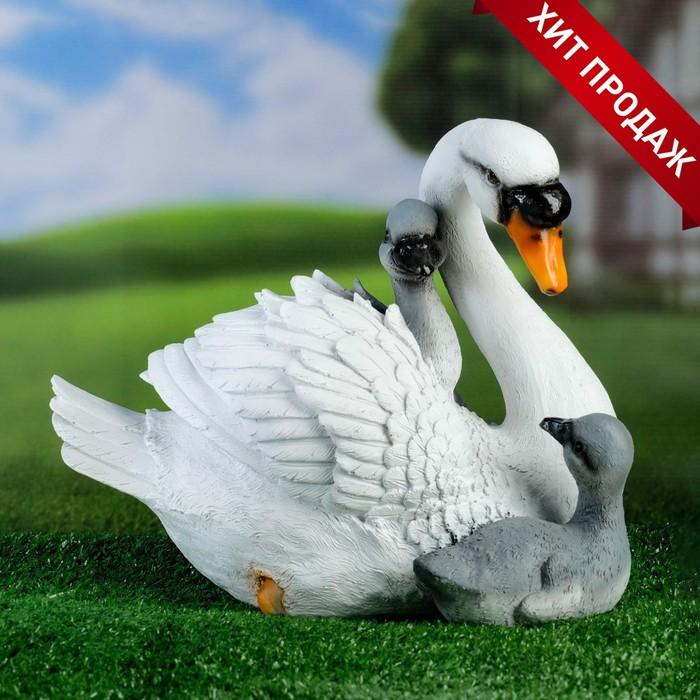 купить Садовая фигура Лебедь с птенцами 30х20х23см