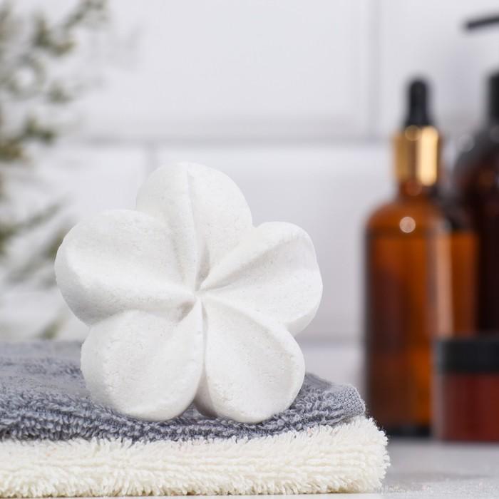 """Шипучая бомбочка """"Лилия"""" с ароматом ванили, белая"""