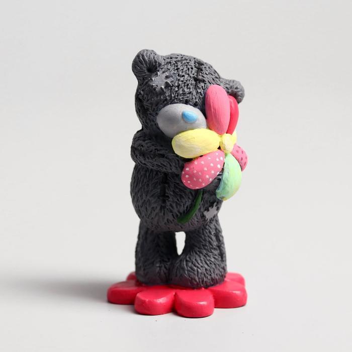Сувенир полистоун Медвежонок Me to you с цветиком-семицветиком 6,5х7 см
