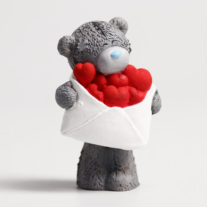 Сувенир полистоун Медвежонок Me to you с конвертом сердец 6,5х7 см