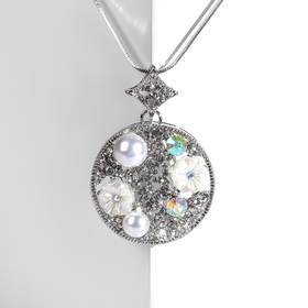 """Кулон """"Цветок"""" диск украшенный, цвет бело-бензиновый в серебре, L=93"""