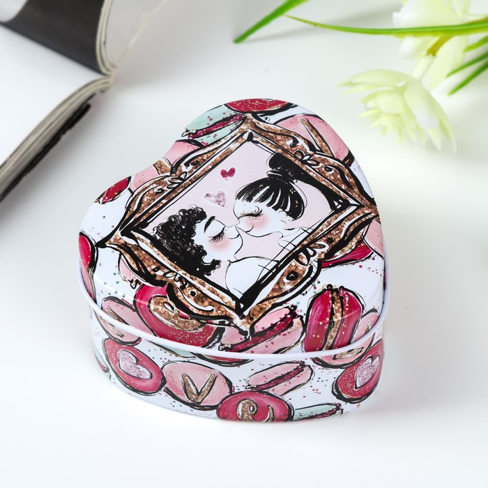 Шкатулка металл сердце Поцелуи и маккаруны 4х7х7 см