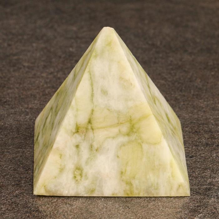 Нефритовая пирамидка 4,5-5 х 5 см
