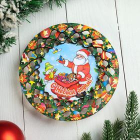 """Тарелка сувенирная деревянная """"Новогодний. Дед Мороз, подарки лесу"""", цветной"""
