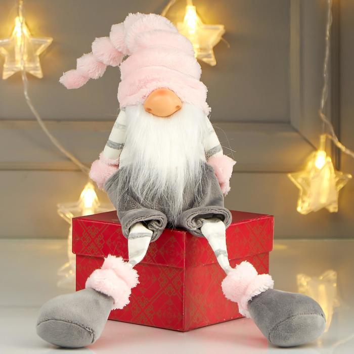 Кукла интерьерная Дедушка в сером комбинезоне и розовом колпаке 39х17х11 см