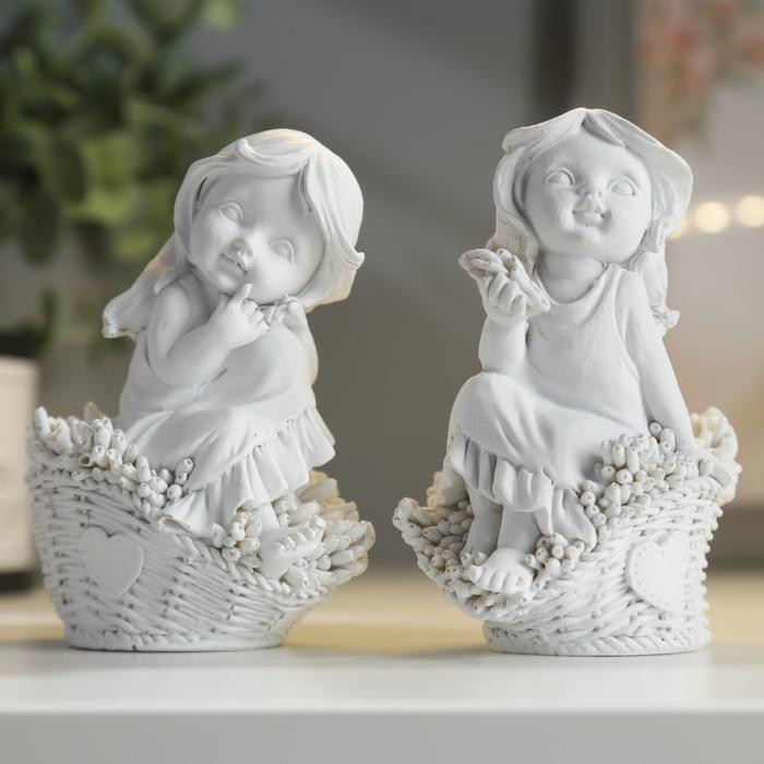 Сувенир полистоун Малышка в корзине с подснежниками МИКС 11х8,5х6 см