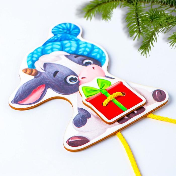 Игрушка из дерева для детей. Шнуровка «Бычок»