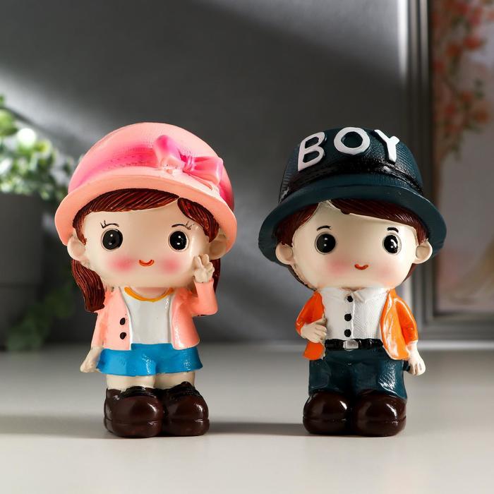 Сувенир полистоун Малыш в кепкеМалышка в шляпке набор 2 шт 10х5,8х5,5 см