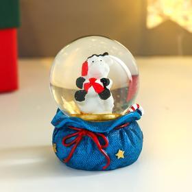 Сувенир полистоун водяной шар 'Бычок на мешке с подарками' МИКС 6,3х4,7х4,7 см Ош