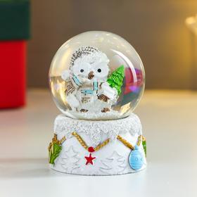 Сувенир полистоун водяной шар 'Совушка в колпаке, с ёлочкой' d=4,5 см 6х4,5х4,5 см Ош