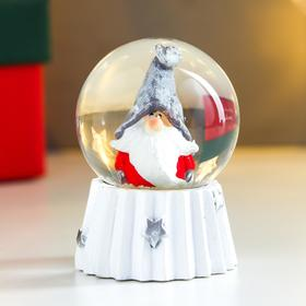 Сувенир полистоун водяной шар 'Дед мороз в колпаке войлочном' d=4,5 см 6х4,5х4,5 см Ош