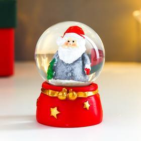 Сувенир полистоун водяной шар 'Дед Мороз в серой шубке, с ёлочкой' d=4,5 см 6х4,5х4,5 см Ош