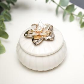 """Сувенир керамика """"Лилия на белом"""" 5х7х7 см"""