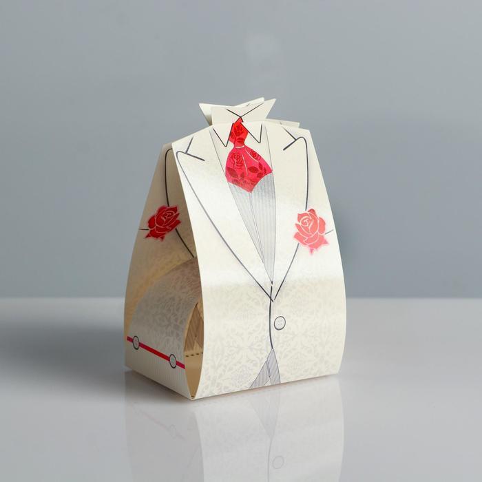 Свадебная коробка Белый смокинг с красной бабочкой
