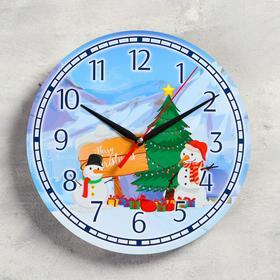 Часы настенные, серия: Новый год, 'Подарки снеговиков', d=24 см, плавный ход Ош