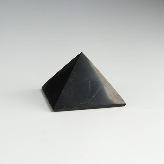 Пирамида из шунгита, полированная, 5 см
