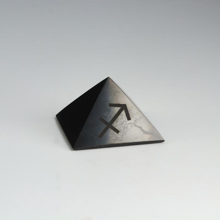 Пирамида из шунгита Стрелец, полированная, 5 см