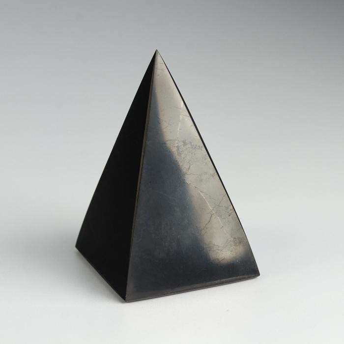 Пирамида из шунгита, высокая, полированная, 7 см