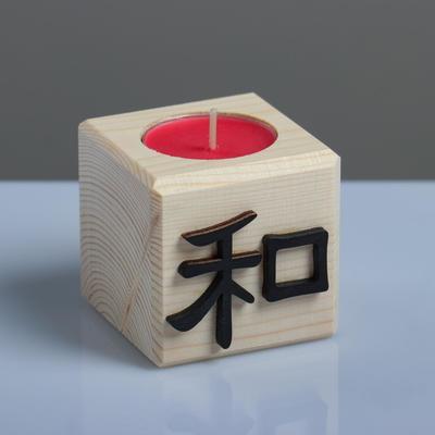 """Свеча в деревянном подсвечнике """"Куб, Иероглифы. Гармония"""", аромат вишни - Фото 1"""