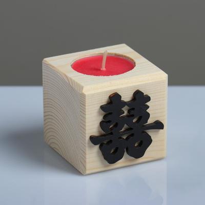 """Свеча в деревянном подсвечнике """"Куб, Иероглифы. Счастье"""", 6х6х6 см, аромат вишни - Фото 1"""