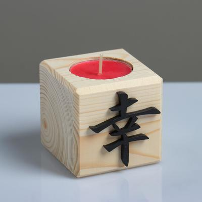 "Свеча в деревянном подсвечнике ""Куб, Иероглифы. Удача"", 6х6х6 см, аромат вишни - Фото 1"