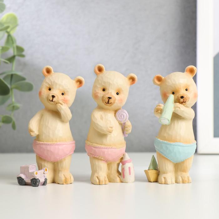 Сувенир полистоун Медвежонок в трусиках, с игрушкой МИКС 9х3,5х3 см