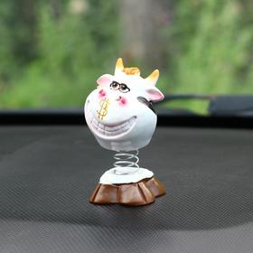 Игрушка на панель авто, 'Коровка' качающая головой Ош