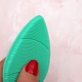 Щётка для умывания «Капля» на присоске, 9,4 см, цвет МИКС Ош