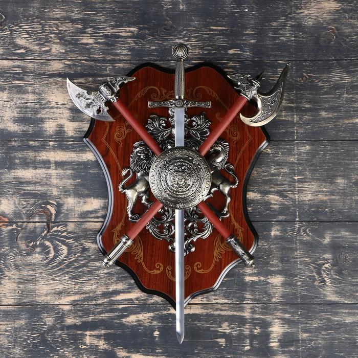 Геральдика Медуза Горгона, два топора и меч,