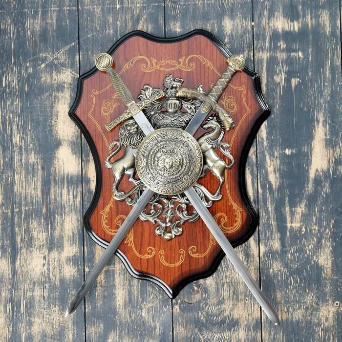 Геральдика Медуза Горгона и два меча