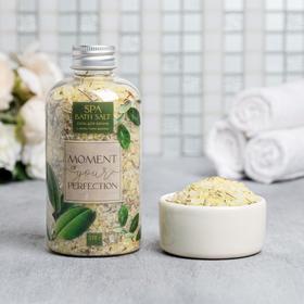 купить Расслабляющая соль для ванны Moment of your perfection, с лепестками душицы, 370 г