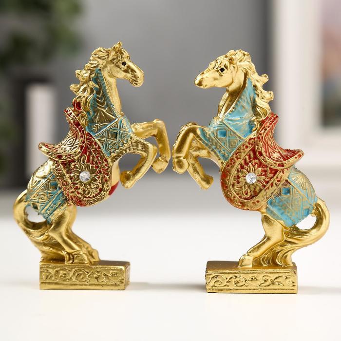 Сувенир полистоун Конь на дыбах в оранжевых рыцарских доспехах МИКС 7,5х4,5х1,6 см