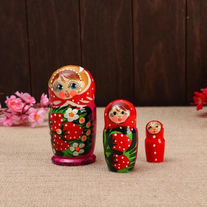 Матрёшка 3-х кукольная Катя ягоды, 11см, ручная роспись.