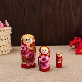 """Матрёшка 3-х кукольная """"Таня""""розы, с божьей коровкой, 11см, ручная роспись."""