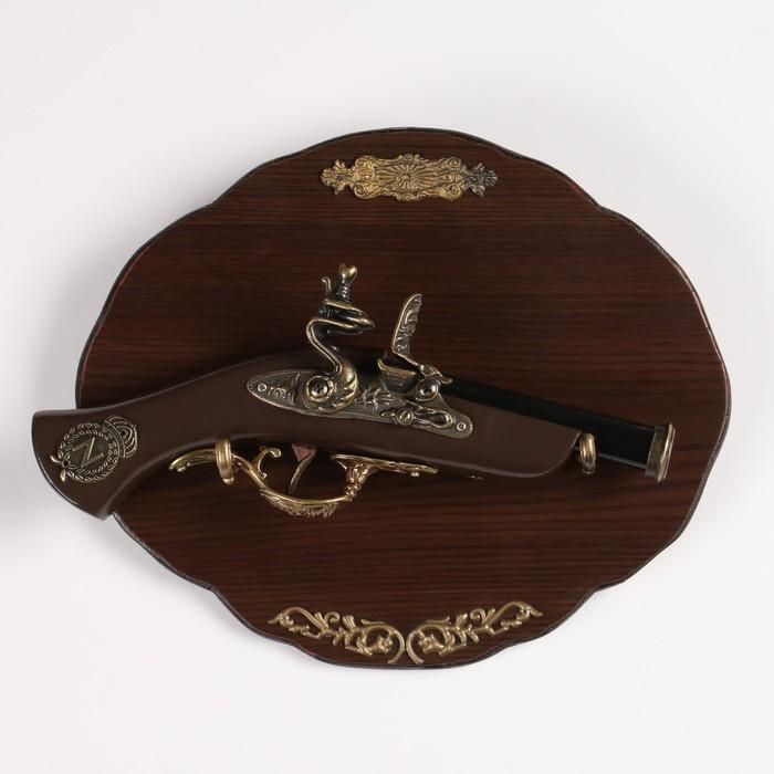 Сувенирный мушкетон на планшете, 30х15 см, с резными элементами и фигурной накладкой