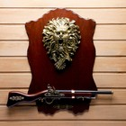 Сувенирное ружье на планшете со львом, 40*60см