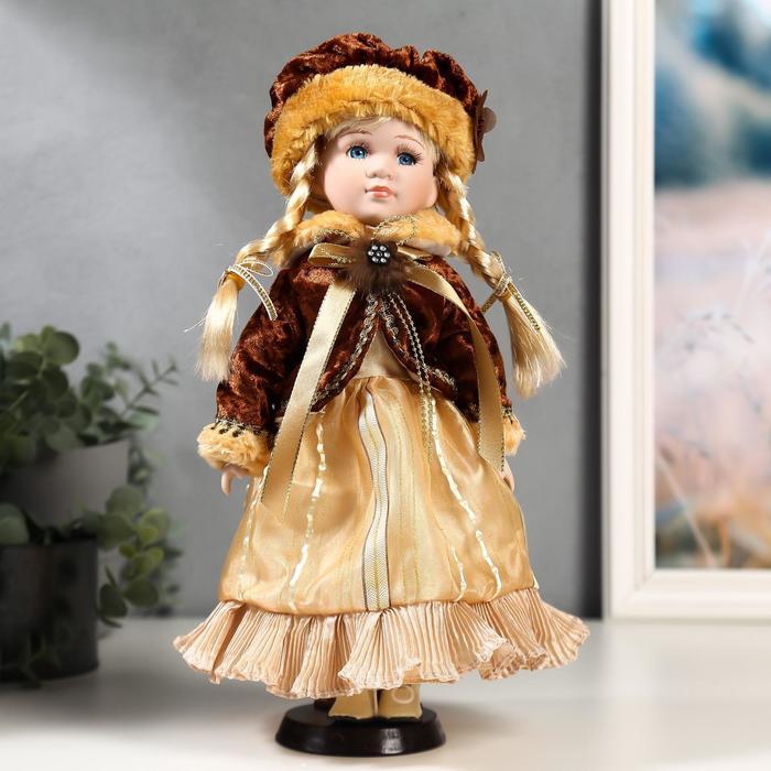 Кукла коллекционная керамика Лида в золотом платье и бархатной шубке 30 см