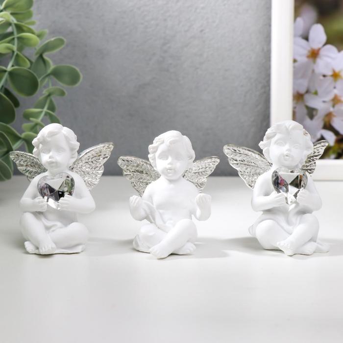 Сувенир полистоун Белоснежный ангел с хрустальным сердцем МИКС 5,5х4,7х3,5 см