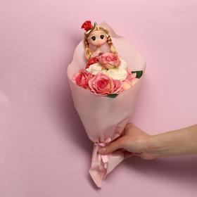 Букет с игрушкой «Кукла Марта»