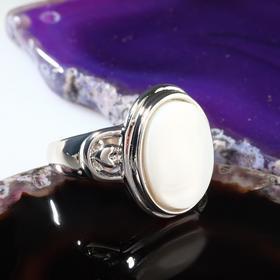 Кольцо 'Перламутр' овал, цвет белый в серебре, размер МИКС Ош