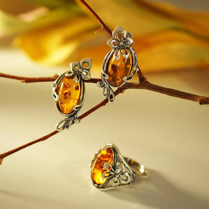 """Гарнитур 2 предмета: серьги, кольцо """"Янтарь"""" завитки, 18,5 размер"""