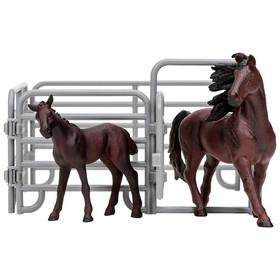Набор фигурок: Фризская лошадь, жеребенок, ограждение-загон