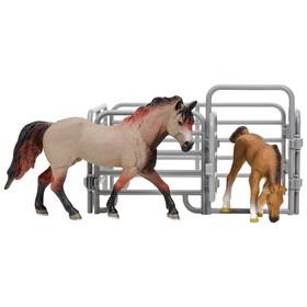 Набор фигурок: Американская лошадь, жеребенок, ограждение-загон