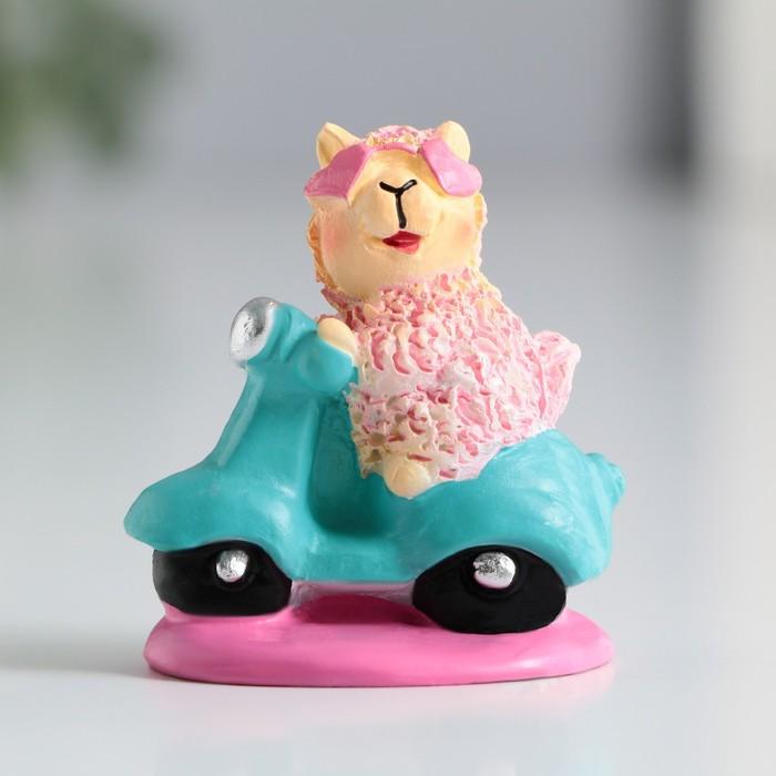 Фигурка полистоун Лама на мопеде, 4 см