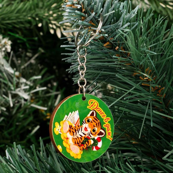 Брелок Денег В дом круглый тигр, зеленый фон