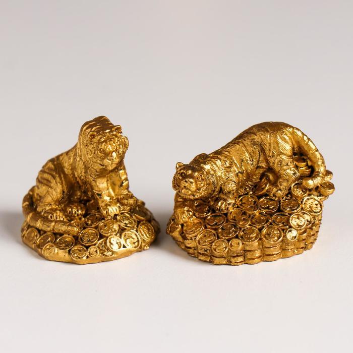 Сувенир полистоун Золотой тигр на монетах МИКС 3,5х3,2х3,2 см