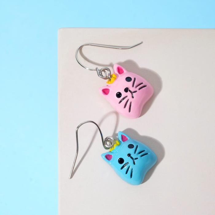 Серьги детские Выбражулька кошачьи мордочки, цветные в серебре